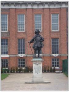 ケンジントン宮殿の中の銅像