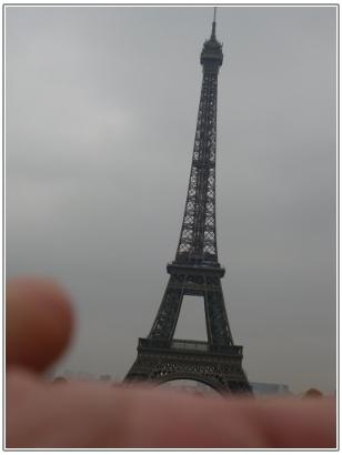 手のひらサイズのエッフェル塔