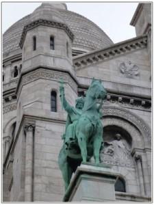 聖王ルイの銅像
