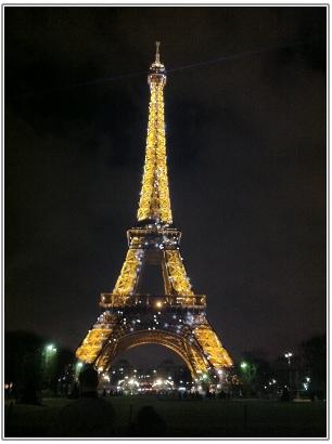 夜のエッフェル塔